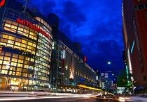 大丸・三越・岩田屋へ、当ホテルはすぐ近くになります。