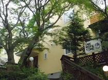 8. 【本館】本館宿泊棟&フロント&食堂を兼ねます♪
