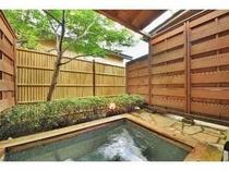 25. 別館メゾネット客室露天風呂一例。