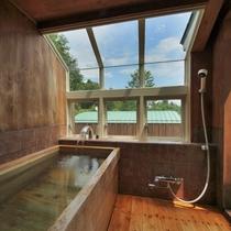 【205/スイートタイプ】ダブルベッド、ゆったりめのスイートタイプです。総ひのきの専用テラス露天風呂