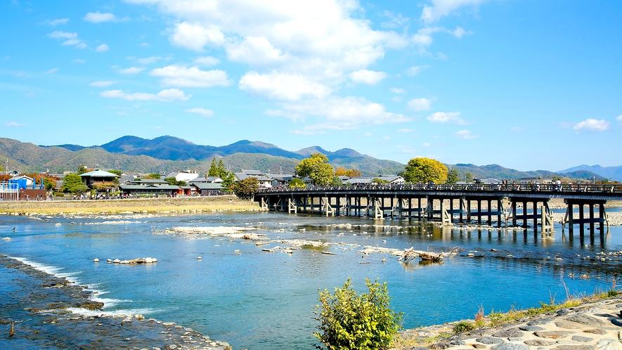 名勝・嵐山のシンボルである渡月橋