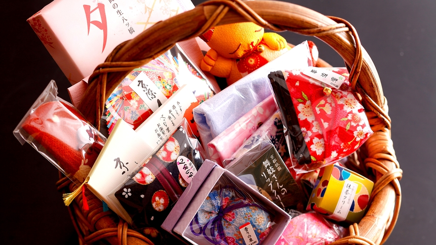 もらって嬉しい京都のお土産プレゼント!(係がお持ちする商品の中から1点ずつお選び下さい)