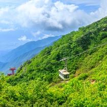 **【千畳敷カール】四季折々の景色が楽しめます。ロープウェイから絶景の滝を眺めることも!