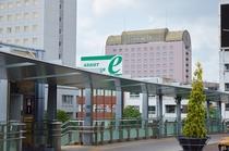 JR岐阜駅ロータリーから見たホテル