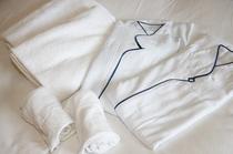 <客室>  肌触りの良い高品質のタオルとガウン
