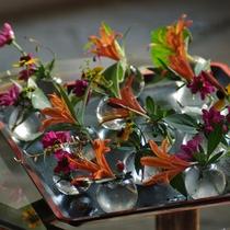 【館内イメージ】館内に季節の花を取り入れております。