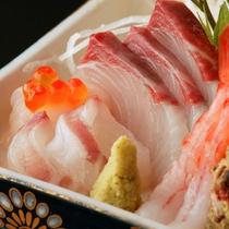 【夕食一例】山に囲まれた津和野ですが、新鮮な海の幸もお召し上がり頂けます。