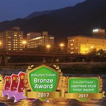 飛騨川沿いに4つの館が並ぶ老舗旅館