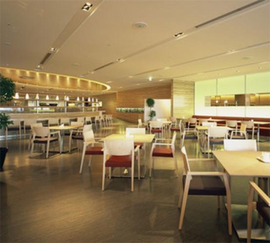 レストランは総計200席以上ご用意したゆとりのスペース