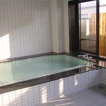 【男性用浴場】和室にはお風呂を完備していませんのでこちらをご利用ください