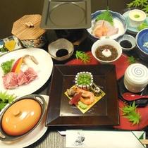 【夕食一例】山海の幸を盛り込んだ彩り豊かなお料理の数々