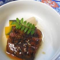 【炊き合わせ一例】季節の食材を丁寧に調理しております