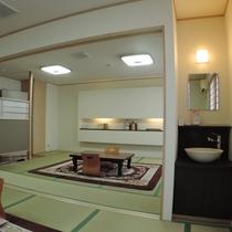 和室20畳(洗面付き):仕切りを除くと広々ご利用頂けます!