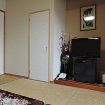 和室7畳+10畳【二間】:リニューアルしたお部屋になります。こちらの扉をあけて続き間となっております