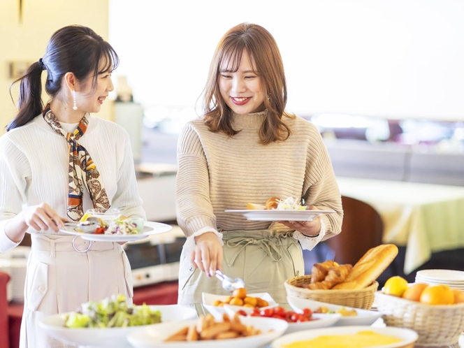 [朝食]新型コロナウイルス感染拡大防止の観点から、当面の間ビュッフェを中止し和定食または洋定食。