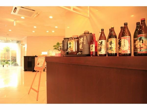1Fカウンターにて焼酎BAR【18:00〜22:00】セルフにて1杯100円でご案内しております。