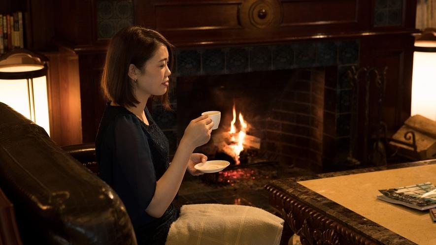 暖炉の火に当たりながら、ハミルトンが厳選した珈琲でブレイクタイム。