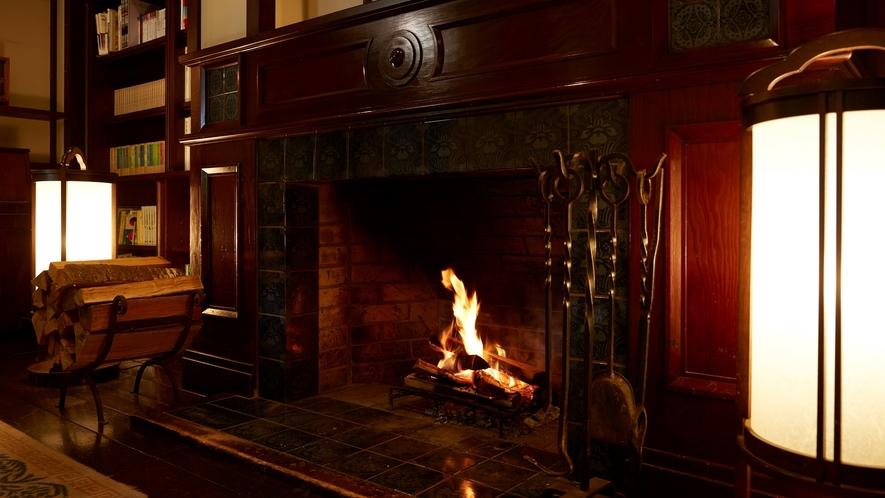 ロビーの暖炉が暖かくゲストをお迎えいたします。