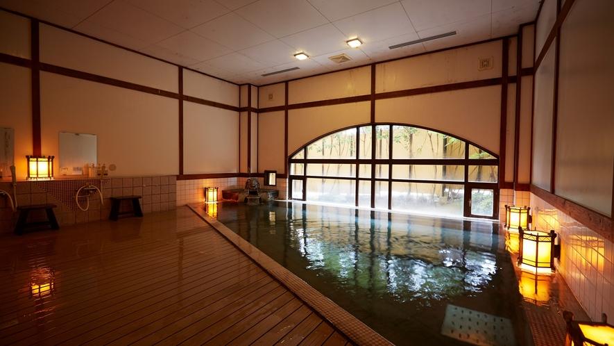 男性浴場。嬉野の湯は、疲労回復は食欲増進にも効果的。