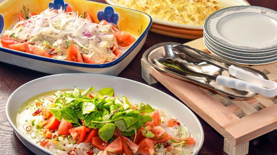 【朝食ブッフェ】加賀野菜を使用したサラダも人気です。