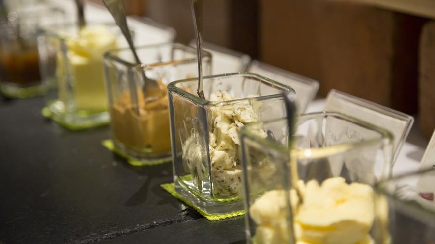 朝食イメージ ~ トリュフを削って作る「トリュフバター」とアロマ香る「ラベンダーバター」がおすすめ!
