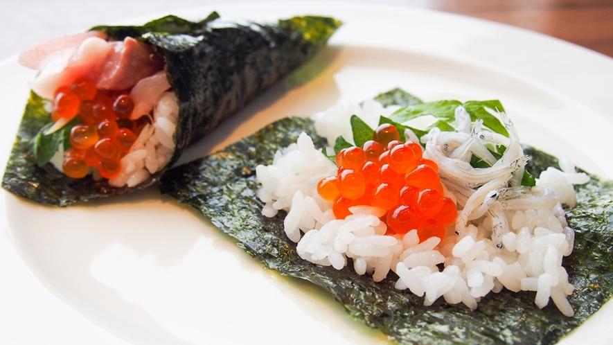 朝食イメージ ~ 手巻き寿司や海鮮丼など自由にカスタマイズが楽しめるコーナーをご用意