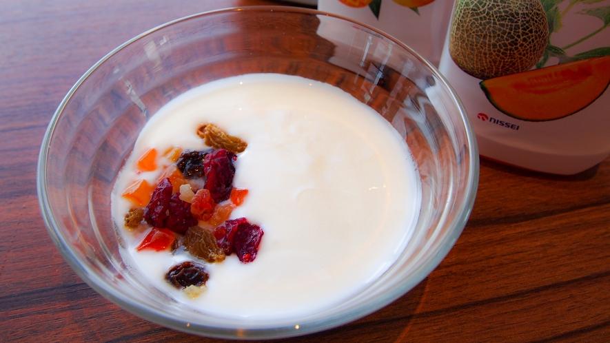 朝食イメージ ~ 「新札幌乳業」製造の札幌ヨーグルトプレミアム