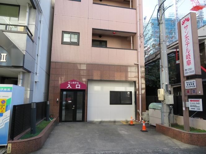 ホテル北側入口(名鉄岐阜駅側)&第一駐車場