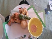 夕食の一例(季節のてんぷら)