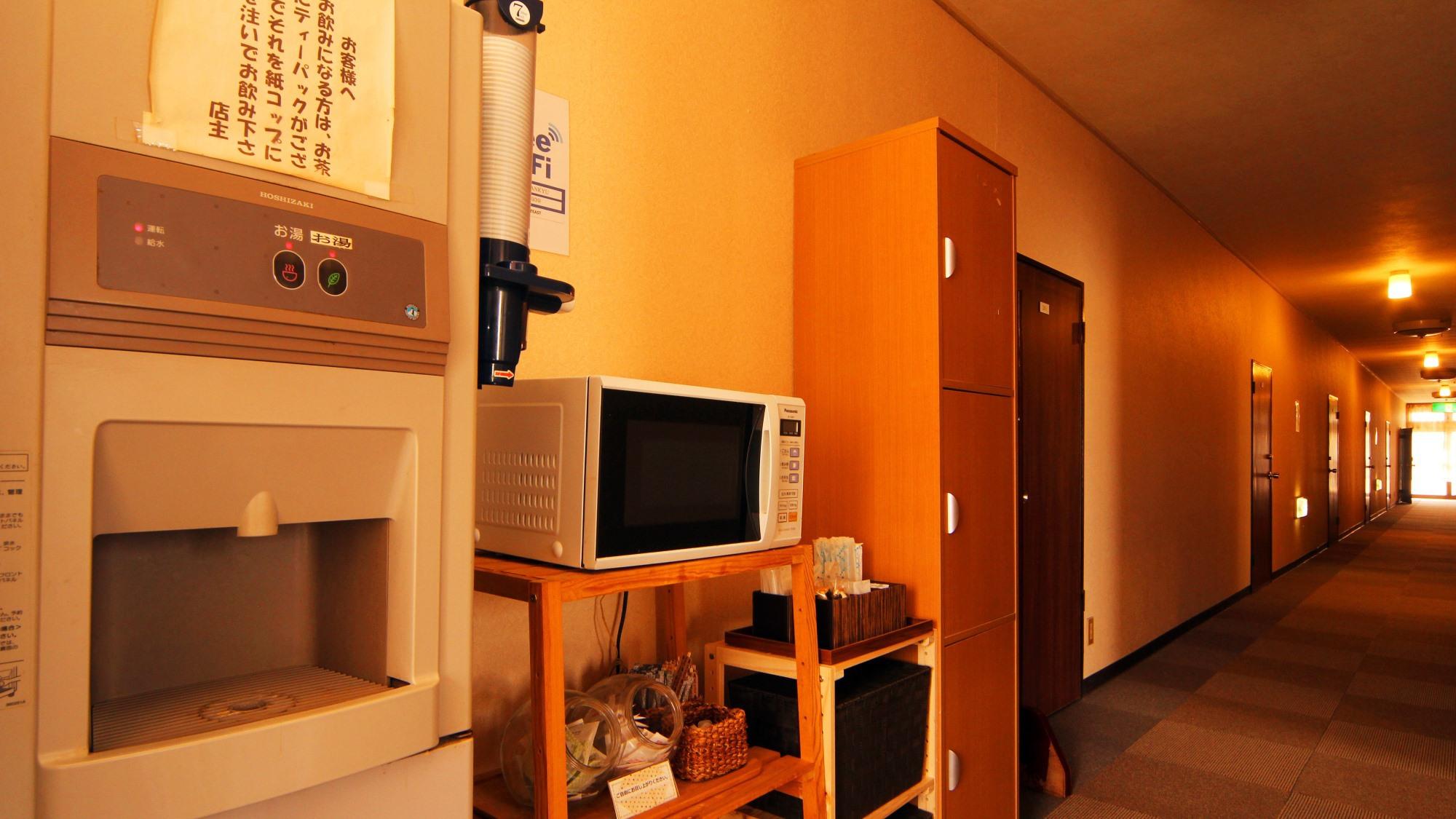 【館内】2階のドリンクコーナーには、電子レンジを設置しております。