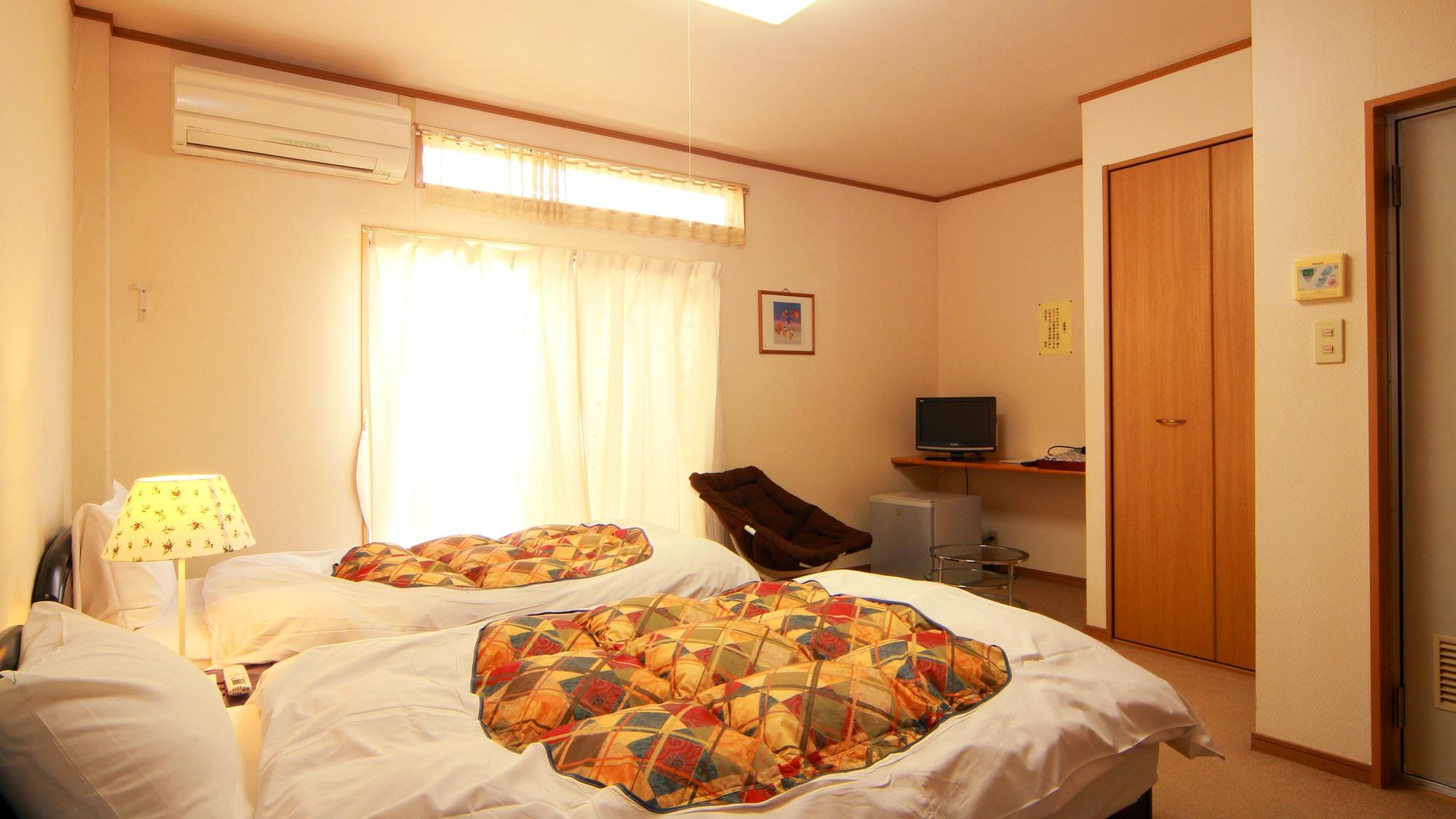 【客室一例】お客様の人数に合わせてお部屋をご案内いたします。洋室ツインタイプ