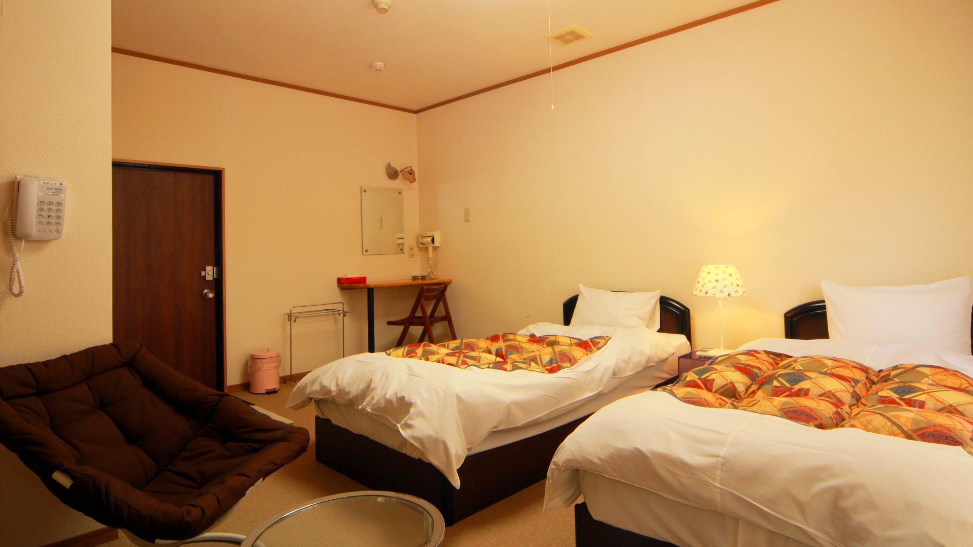 【客室一例】お客様の人数に合わせてお部屋をご案内いたします。洋室ツインバストイレ付き