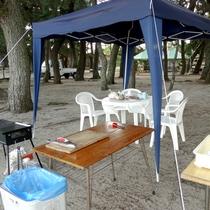 BBQはオートキャンプ場内のテラスまたはテントの下でご用意致します。