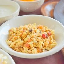 「フルーツグラノーラ」一日の始まりに朝食を召し上ってエネルギーチャージを♪