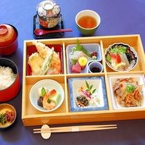 【夕食】焼肉・お造り・天婦羅と品数も豊富でバラエティ♪「松花堂」(イメージ)