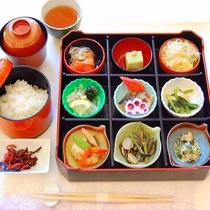 【夕食】色とりどりの気まぐれ9品♪リーズナブル食彩♪ご飯は仁多米!「きまぐれ御膳 」(イメージ)