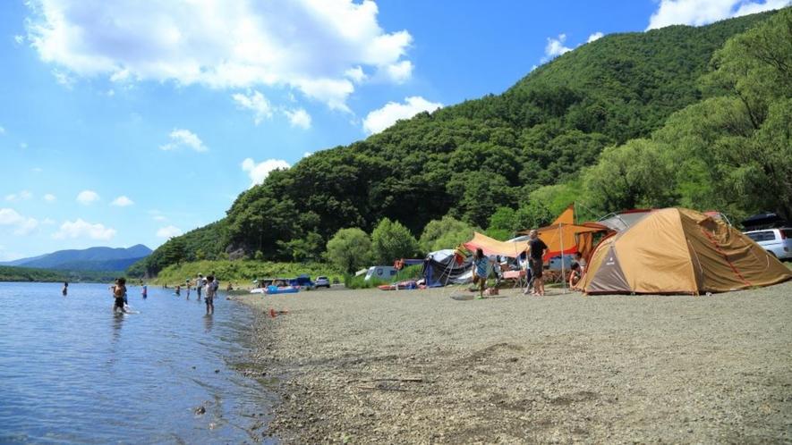 富士五湖の各湖の湖畔ではキャンプが楽しめます。