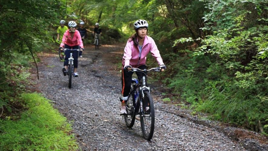 マウンテンバイクが楽しめるのも、山にかもまれた山梨ならではです。