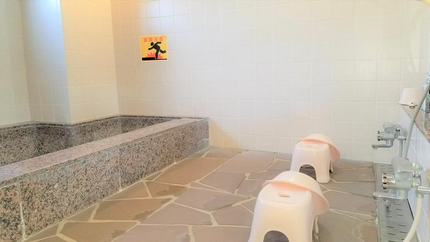 【女性浴場洗い場】シャンプー・トリートメントご用意してます。(^^♪