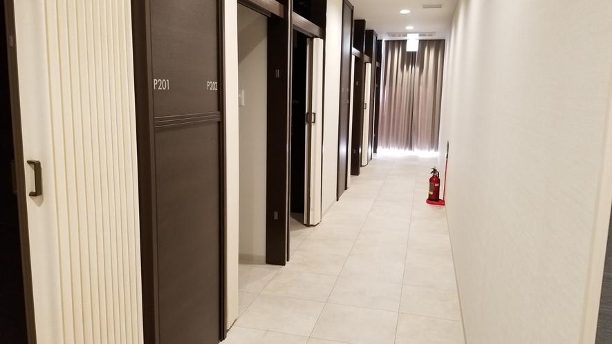 【キャビン廊下】ゆったり広々