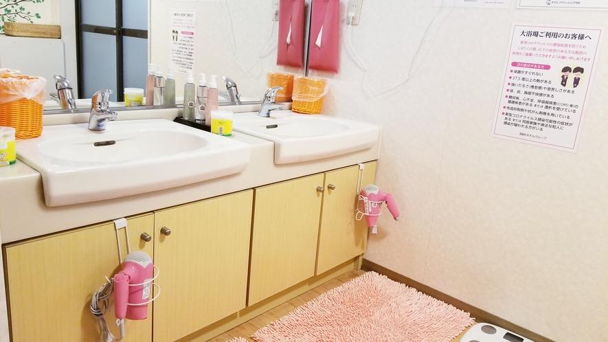 【女性浴場洗面所】化粧水・乳液・洗顔・ドライヤーご用意してます(^^♪