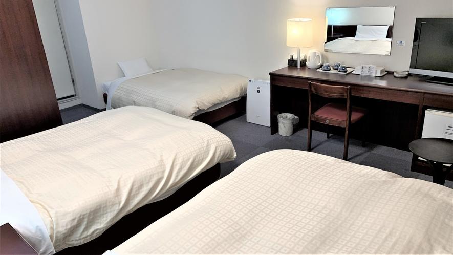 【トリプルルーム】23㎡ 130㎝幅ベッド2台と100㎝幅ベッド1台