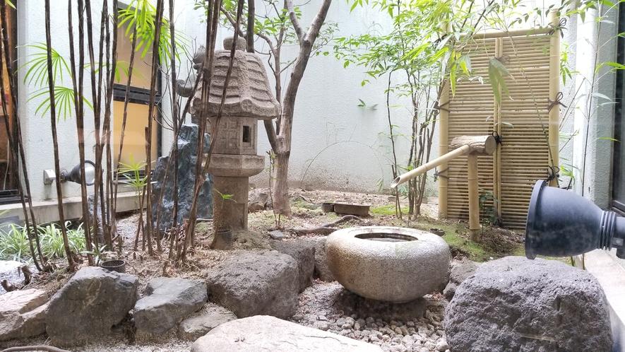 【フロント横庭園】癒しの空間