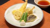 【天婦羅盛り合わせ】熱々で召し上がる天ぷらは美味しさが違います!