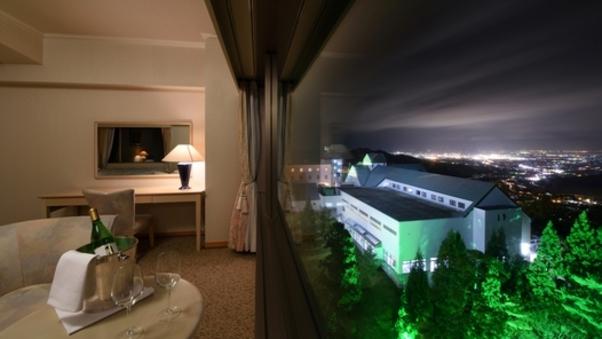 サウスタワー洋室 上階夜景側