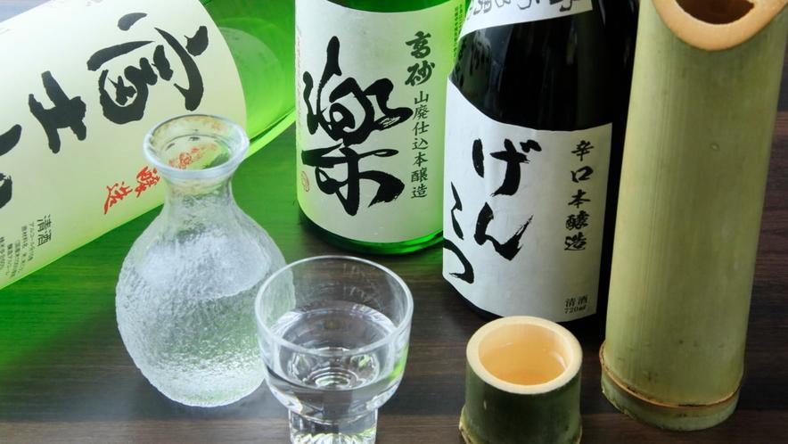 会席には日本酒が良く合う。おすすめは「楽」や「げんこつ」、熱燗なら「富士山」はいかがでしょう?