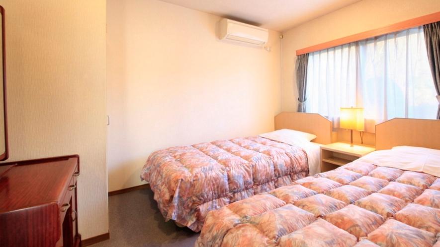 ベッドは2台。どうぞごゆっくりお休みください