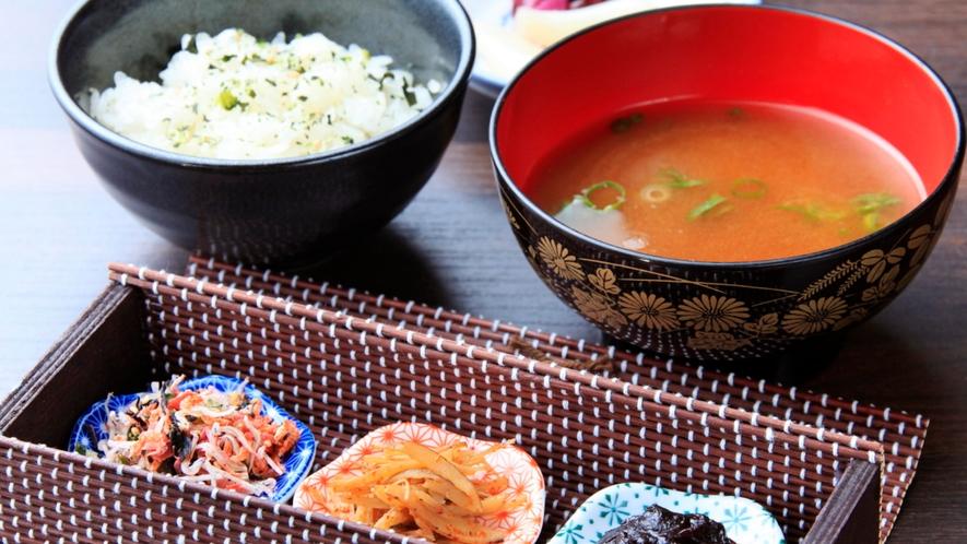「朝食」料理長自ら仕入れる食材を使った、身体に優しい朝食を1日のはじまりに。