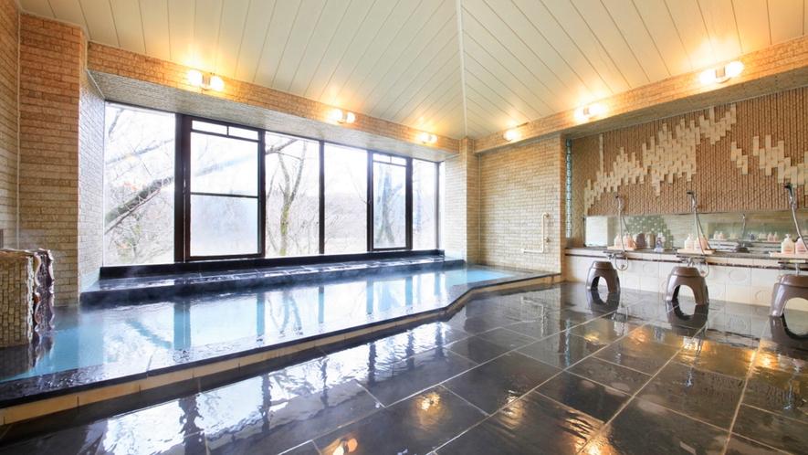 大きな窓からの明るい日差しを楽しみに、ぜひ日中にもご入浴をお楽しみください!