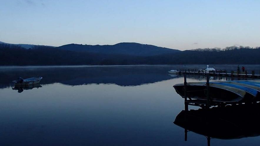 朝早く目が覚めたら、一碧湖畔をお散歩してみませんか?